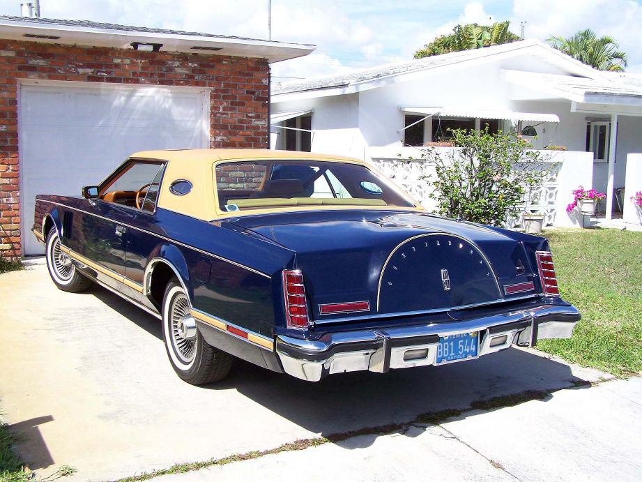 1977 Continental Mark V Bill Blass w/Full vinyl roof and Moonroof