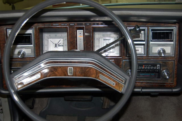 1977 Continental Mark V Cartier dashboard / instrument panel