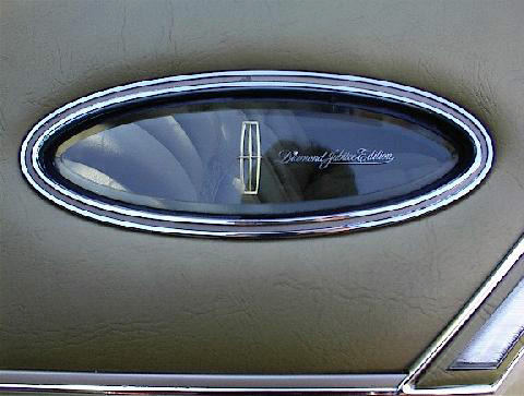 1978 Continental Mark V Diamond Jubilee Edition in Jubilee Gold - Opera window details