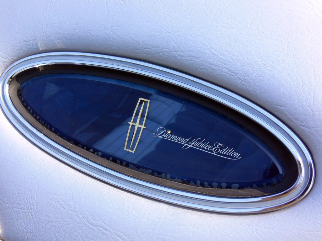 1978 Continental Mark V Diamond Jubilee Edition in Diamond Blue - Opera window details