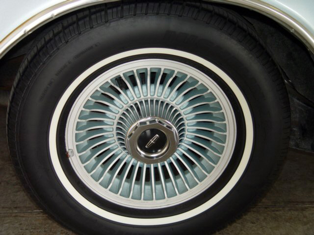 1978 Continental Mark V Diamond Jubilee Edition color keyed wheels w/standard white band